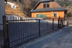 Brána a plot