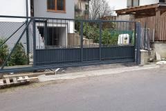 Motorizovaná brána a vstupná bránka