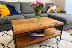 Industriálny konferenčný stolík s dubovou doskou